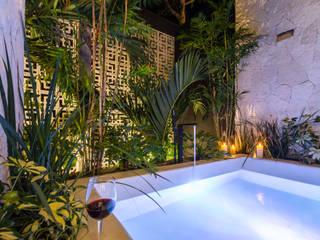 Villa Lagú 18 Tulum: Baños de estilo  por Obed Clemente Arquitectos,