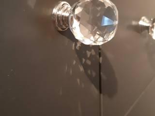 DEKORACJA - kryształowe uchwyty: styl , w kategorii Salon zaprojektowany przez Meble - Fashion Project Norbert Bakuła