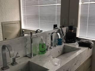 Reforma Bairro São Bento: Banheiros  por Marcelo Sena Arquitetura