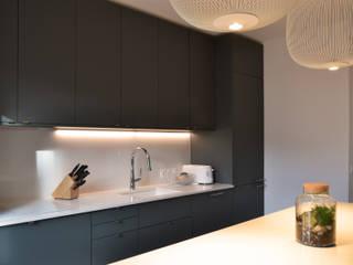 Appartement familial - Levallois / 130 m²: Cuisine de style  par A comme Archi