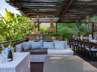 Rustic style balcony, porch & terrace by Patrícia Nobre - Arquitetura de Interiores Rustic