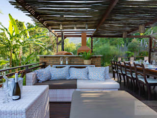 Patrícia Nobre - Arquitetura de Interiores Rustic style balcony, veranda & terrace