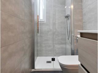 Reforma integral de un piso en Barcelona por el estudio de arquitectura JSV Baños de estilo moderno de JSV-Architecture Moderno Mármol