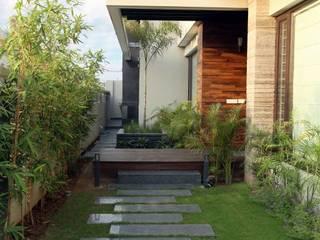 Modern house Exterior Modern houses by homify Modern