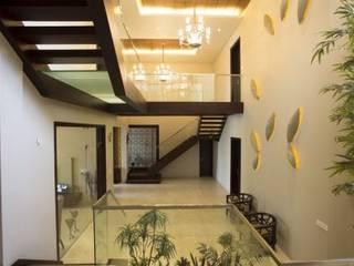 Corridor & hallway by Planet Design and associate