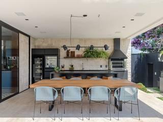 ArboREAL - Mesa de Jantar Rústica:   por ArboREAL Móveis,Rústico Madeira maciça Multi colorido