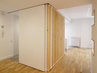 REFORMA P Pasillos, vestíbulos y escaleras de estilo moderno de mcimarquitectura Moderno