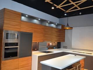 :  de estilo  por Cocinas y Closets EVEN,