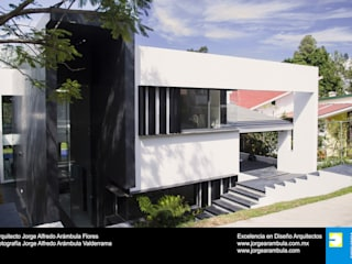 Single family home by Excelencia en Diseño