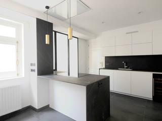 Cucina attrezzata in stile  di fic arquitectos, Moderno