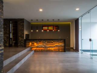 15. CASA FAR: Cavas de estilo  por TARE arquitectos