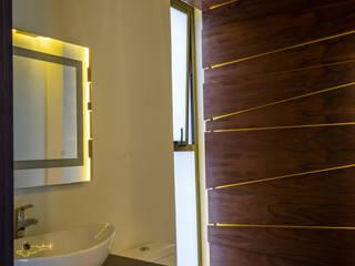 15. CASA FAR: Baños de estilo  por TARE arquitectos