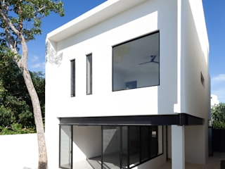 Casas  por Daniel Cota Arquitectura | Despacho de arquitectos | Cancún,