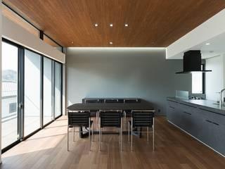 Comedores de estilo moderno de 株式会社横山浩介建築設計事務所 Moderno