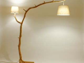 Floor lamp, lamp of weathered old Oak branch Meble Autorskie Jurkowski Salas/RecibidoresIluminación Madera Beige