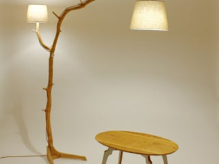 Floor lamp, lamp of weathered old Oak branch par Meble Autorskie Jurkowski Industriel