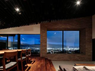 M4: キューボデザイン建築計画設計事務所が手掛けたリビングです。,