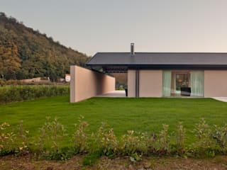 Single family home by MIDE architetti,