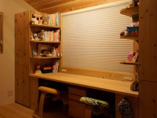 『紫竹の家』 子供部屋: 一級建築士事務所 ネストデザインが手掛けた女の子部屋です。,