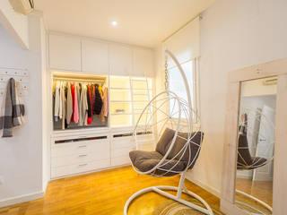 من Estudi Aura, decoradores y diseñadores de interiores en Barcelona حداثي