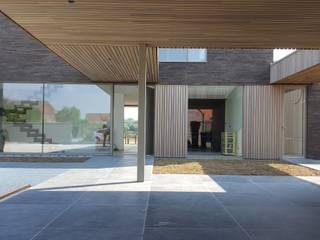 MAISON D : Maison individuelle de style  par RIVA Architectes
