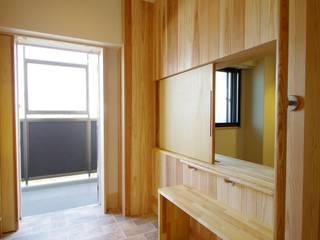 マンションリノベーション:取手市 木とバリアフリーの住まい 和風の 玄関&廊下&階段 の K+Yアトリエ一級建築士事務所 和風