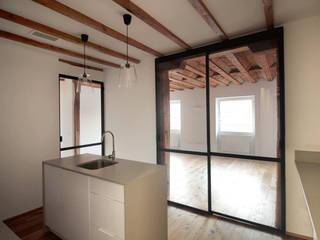 Cucina attrezzata in stile  di fic arquitectos, Eclettico