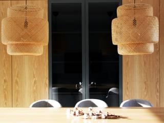 MIA arquitetos Salle à mangerAccessoires & décorations Bois Gris