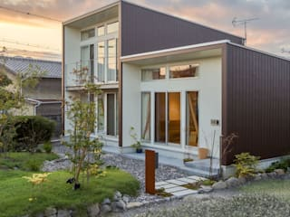 3-BOX ミニマルな住宅 アース・アーキテクツ一級建築士事務所 木造住宅 金属 ブラウン