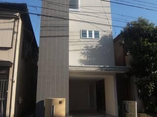 神奈川県内で建てた3階建てローコスト住宅 モダンな 家 の 滝沢設計合同会社 モダン