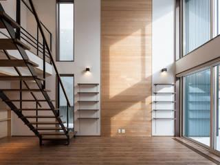 あったかい木の家 ミニマルデザインの リビング の アトリエYMG ミニマル