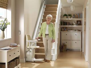 Elevadores de escadas retos - interiores ou exteriores: Escadas  por Stannah
