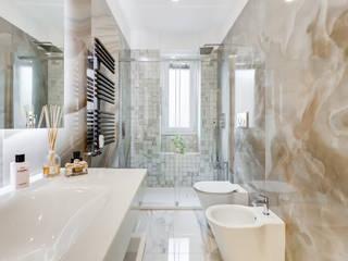 現代浴室設計點子、靈感&圖片 根據 EF_Archidesign 現代風