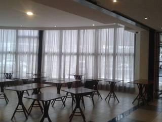 Hôtels industriels par SW Decor Cortinas e Persianas Industriel