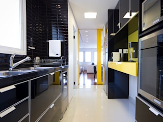 C2HA Arquitetos Small kitchens Black