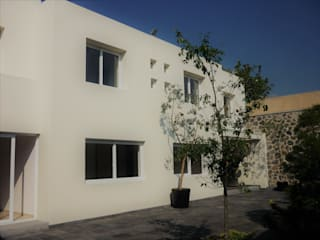 Casa Alba: Villas de estilo  por H+Arquitectos