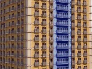 Prédio de habitação,  Escritórios e Lojas: Habitações multifamiliares  por Screenproject Consulting Engineers, Lda