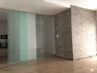 Reforma completa de un piso de Badajoz por construccions Pedro Flecha. Pasillos, vestíbulos y escaleras de estilo industrial de Construcciones Pedro Flecha Industrial