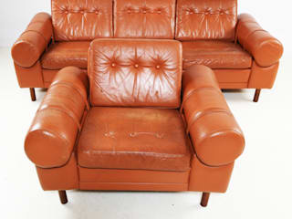 Conjunto sofás em pele de origem Dinamarquesa. Década 70.:   por Braga Vintage