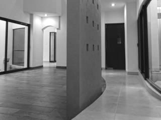Casa Lugana | 2017 Pasillos, vestíbulos y escaleras minimalistas de DOOR Arquitectos Minimalista
