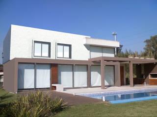 Barrio La Cesarina, General Rodriguez Casas modernas: Ideas, imágenes y decoración de Arq. Fernando Rodriguez & Asociados Moderno