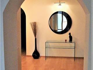 Hành lang, sảnh & cầu thang phong cách tối giản bởi студия Александра Пономарева Tối giản