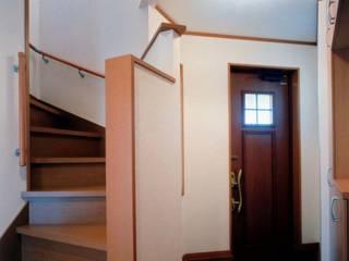 プロバンスの良さを活かした飽きの来ないデザイン住宅 オリジナルスタイルの 玄関&廊下&階段 の 滝沢設計合同会社 オリジナル