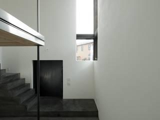 cocoon: キューボデザイン建築計画設計事務所が手掛けた書斎です。