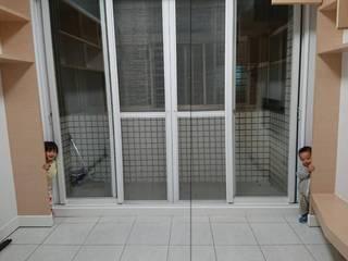 Balcón de estilo  de 新綠境實業有限公司, Minimalista