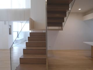 Escaleras de estilo  por  何侯設計   Ho + Hou Studio Architects , Moderno