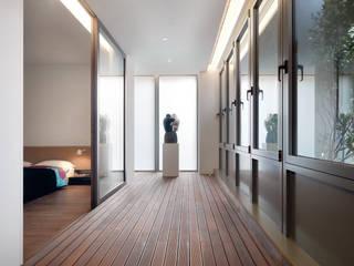 張宅 Chang Residence:  陽台 by  何侯設計   Ho + Hou Studio Architects