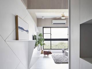 Pasillos, vestíbulos y escaleras de estilo minimalista de 思維空間設計 Minimalista