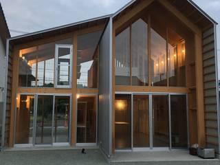 2×4 住宅の照明計画: ㈱ティカ.ティカが手掛けた庭です。,