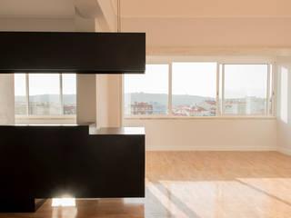 Apartamento Travessa dos Quartéis: Salas de estar  por Silva Cravo Arquitectos,Moderno